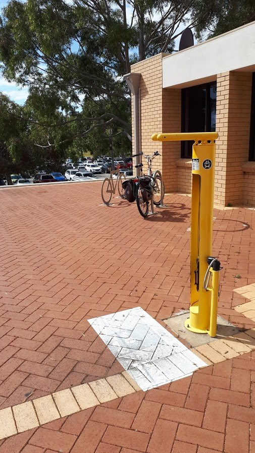 \\cockburn.wa.gov.au\userdata\Home\jwoolmer\My Documents\My Pictures\bike racks at library.jpg